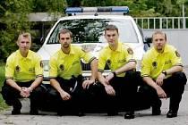 LUKÁŠ PIRKL, FILIP JÁKL, LUKÁŠ PROKEŠ a MICHAL MOKRÝ. Čtyři strážníci městské policie, kteří na konci srpna zachránili život třiasedmdesátiletému muži. Všimli si ho, když ležel na náplavce u Labe. Začali mu masírovat srdce a zavolali záchranku.