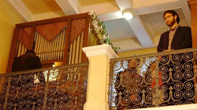 Varhany v kapli Neposkvrněného početí Panny Marie na Rožberku v Hradci Králové.