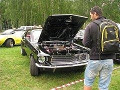 Téměř tři sta amerických aut se sjelo do autokempu Stříbrný rybník.