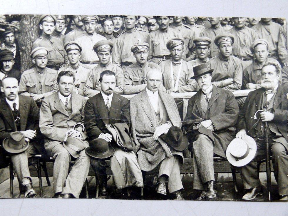 Vznik knihy o královéhradeckém rodáku a mecanáši československých legií v Rusku Otakaru Červeném.