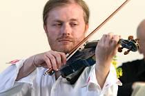 Houslový virtuos nové generace, nespoutaný Pavel Šporcl, exceloval v kostele Sboru kněze Ambrože. Hradec Králové se stal druhou zastávkou  Šporclova Vivaldi Tour 2008 po nejzajímavějších kostelích Čech a Moravy.