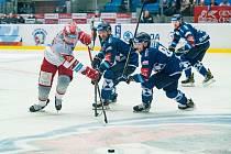 MARNĚ hokejisté Hradce Králové naháněli plzeňského soupeře. Škodovce podlehli 2:4.