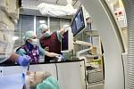 Pandemie koronaviru komplikuje operace. Snížila i počet transplantací.