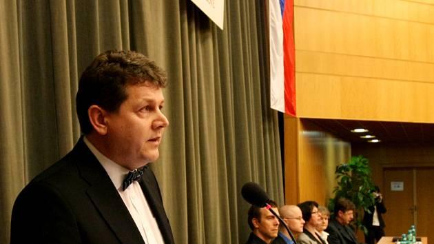 Josef Hynek při volbě rektora hradecké univerzity