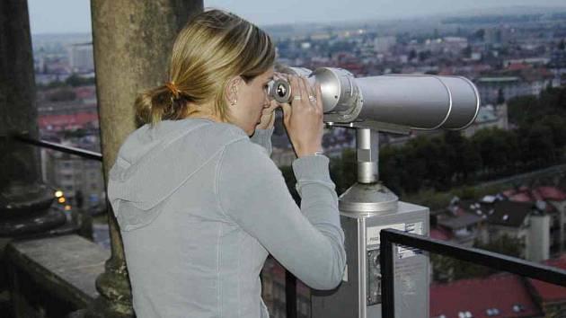 Dalekohledy na hradecké Bílé věži