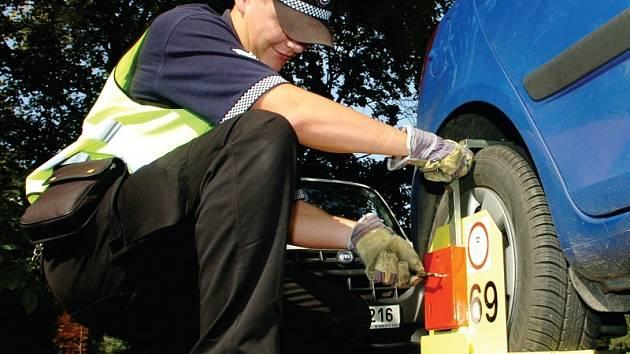 Strážníci se obávají, že po zrušení botiček se z parkovišť stane džungle.