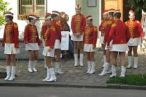 Rosničky, mažoretky ze Základní umělecké školy v Novém Bydžově, při oslavách ve Skřivanech (sobota 18. září 2010).