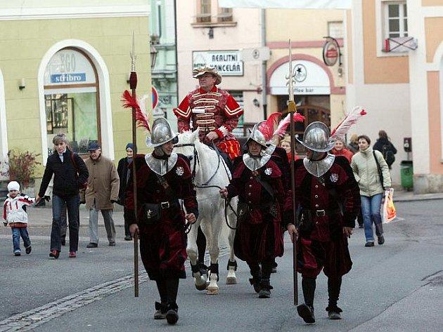 Martin na bílém koni zahajuje zimní turistickou sezonu pod Bílou věží.
