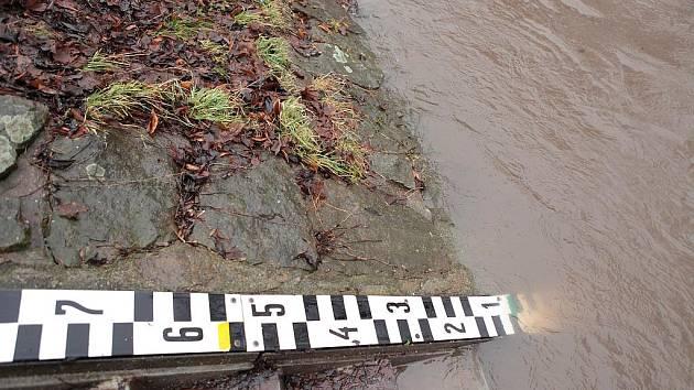 Řeka Metuje v Novém Městě nad Metují, 14. ledna 2011
