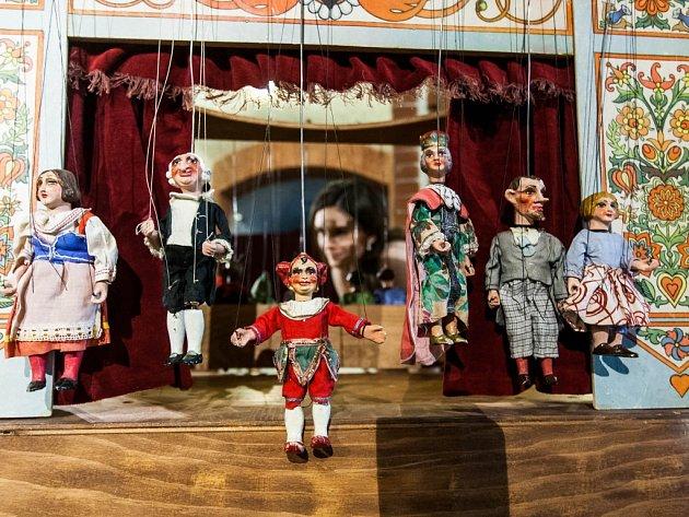 Výstava Česká loutka 3x jinak v hradeckém Muzeu východních Čech.