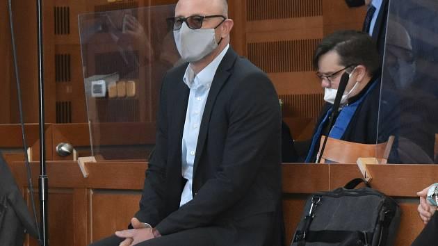 Obžalovaný starosta Pece pod Sněžkou Alan Tomášek u krajského soudu.