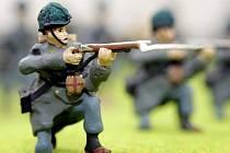 Vedoucí válečného muzea na Chlumu Aleš Chvojka pracuje na budoucím výstavním trháku: dioramatu znázorňujícím část bitvy.