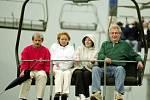 Miloš Zeman jako premiér ČR při návštěvě Špindlerova Mlýna 19. května 2002 vyjel lanovkou na Pláně společně se svou manželkou Ivanou,  předsedou vlády Slovenska Mikulášem Dzurindou a jeho manželkou Evou.