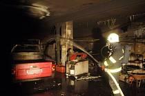 Požár garážovaného osobního vozidla ve Smidarské Lhotě.