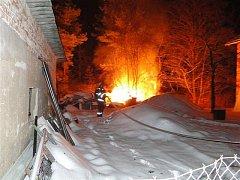 Požár chaty v Borovince.