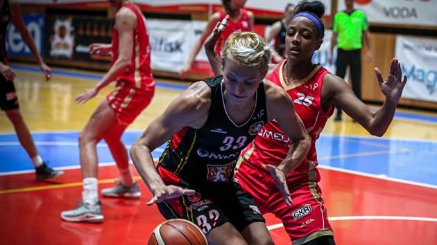 Ženská basketbalová liga: Sokol Nilfisk Hradec Králové - BLK Slavia Praha.