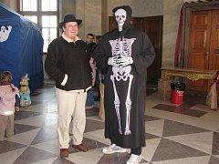 Třetí ročník zábavného dne spojeného s Halloweenským jarmarkem na zámku Karlova Koruna v Chlumci nad Cidlinou (30. října 2010).