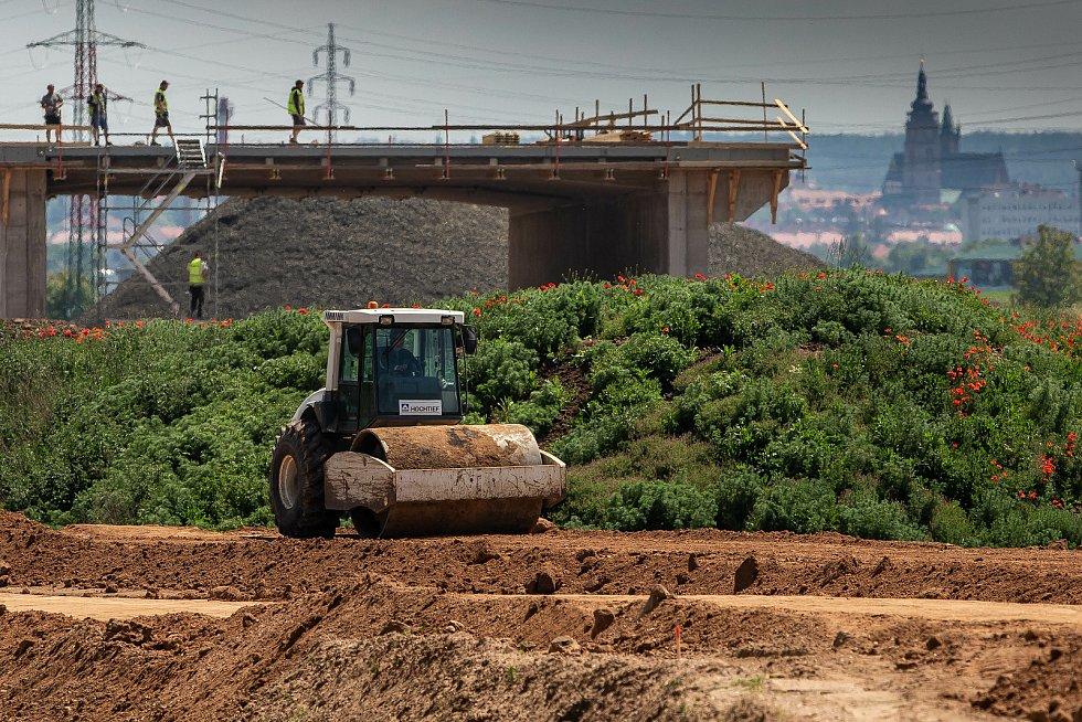 Stavba dálnice D11 v úseku od Hradce Králové do Hořenic u Jaroměře. Ilustrační snímek