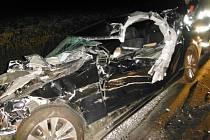 Dopravní nehoda osobního a nákladního automobilu v obci Klenice.