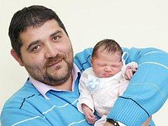 Emma Králová se narodila 13. března ve 13.20 hodin. Měřila 46 centimetrů a vážila 3400 gramů. Maminka Olga Helcová a tatínek Jan Král žijí v Hradci Králové. Doma se na Emmu těší i Péťa a Nicolka.