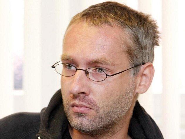 Až osm let vězení hrozí dvaatřicetiletému Luďku Švermovi, který je obžalován z pokusu trestného činu krácení daně, poplatku a podobné povinné platby.