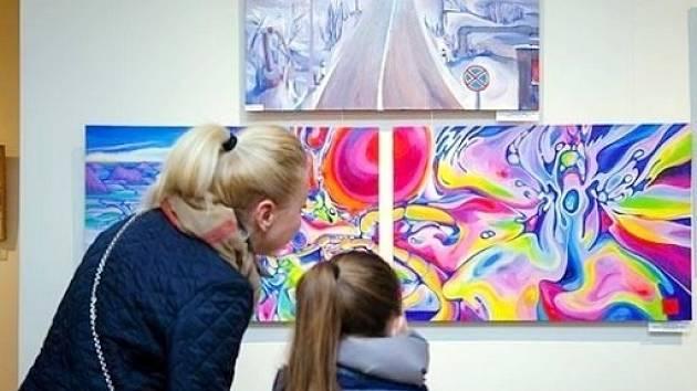 Obrazy ukrajinských umělců míří do hradeckého KC Aldis.