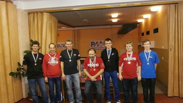 Členové třebechovického kroužku TRCA při závodech Českého poháru v Teplicích.