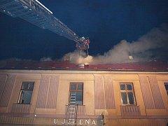Noční požár restaurace v Chlumci nad Cidlinou