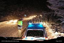 Zásahy hasičů u Koliby v neděli 10. ledna 2010 během sněhové kalamity.
