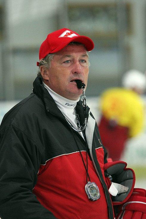 Trenér Miloš Říha přivezl moskevský Spartak na soustředění do Havlíčkova Brodu.