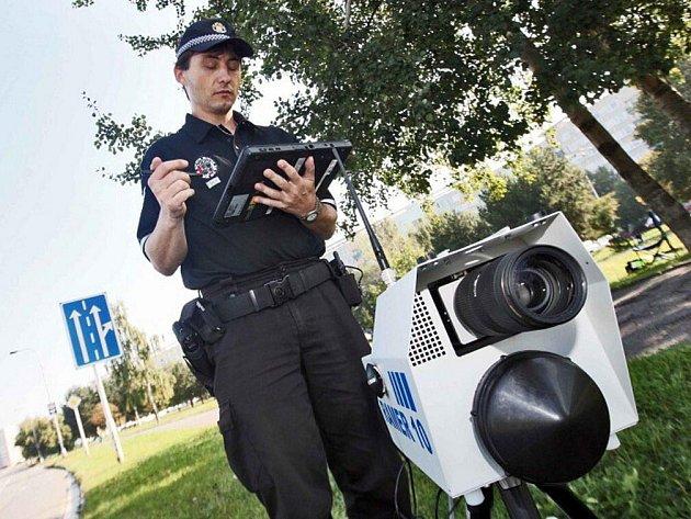 Strážníci hlídají řidiče na téměř třiceti místech ve městě.