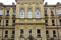 Gymnázium Boženy Němcové patří k výrazným architektonickým dominantám Hradce.