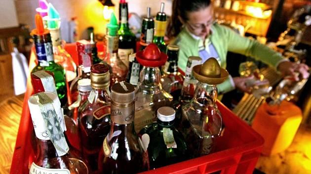 Likvidace starého alkoholu v jedné z hradeckých restaurací.