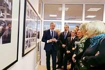 Výstava fotografií Bogdana Zdrojewského na hradecké univerzitě.