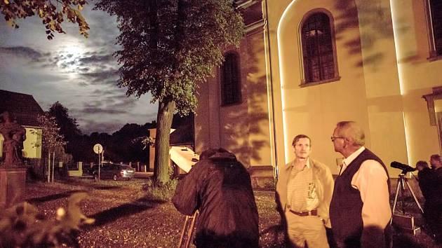 Hradecká astronomická společnost uspořádala pozorování pro veřejnost na zámku Potštejn.