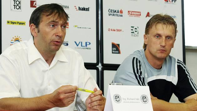 Generální manažer FC Hradec Králové Richard Jukl (vlevo) a trenér Oldřich Machala.
