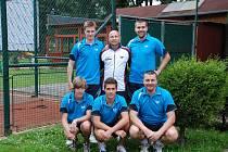 Sestava DTJ Hradec Králové – zleva stojí: Tomáš Havlík, trenér Martin Lučan, Jan Hrnčiřík; zleva v podřepu: Lukáš Foff, Vojtěch Štrof, František Kanta.