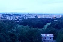 Pohled na Hradec Králové v inkriminovanou dobu - čtvrtek kolem 20. hodiny.