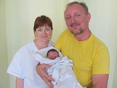 DARINA TKAČUK přišla na svět s mírami 52 cm a 3980 g. Radost udělala rodičům Halyně a Ivanovi Tkačukovým z Hradce Králové. Doma se těší sedmiletá sestřička Kačenka.
