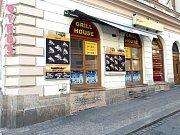 Zkažené jídlo z rychlého občerstvení v královéhradecké ulici V Kopečku poslalo do nemocnice desítky lidí.