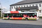 Do ulic krajského města vyjel děkovný autobus.