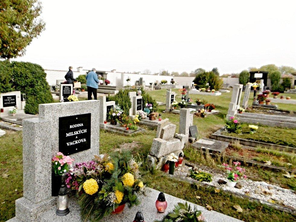 Mlýnecký hřbitov před letošními dušičkami.