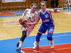Michaela Matušková (vlevo).