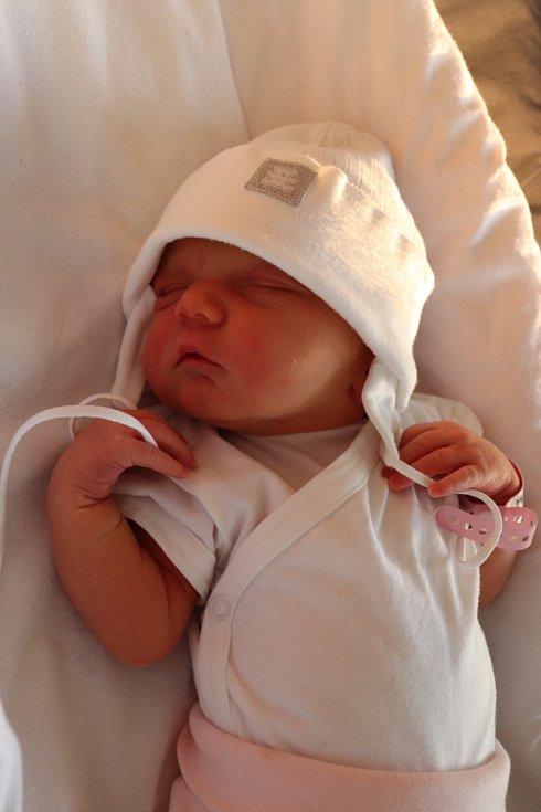 ANTONIE MYSLIVCOVÁ přišla na svět 18. srpna v 8.00 hodin. Svým příchodem na svět nejvíce potěšila své rodiče Ludmilu Myslivcovou Kopeckou a Radima Myslivce z Libišan. Doma se těší sestřička Viktorie.