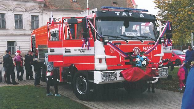 Smiřičtí hasiči získali novou cisternu.
