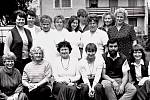 Kolektiv pedagogických a provozních zaměstnanců roku 1987 v Mateřské škole na Moravském předměstí v Hradci Králové.