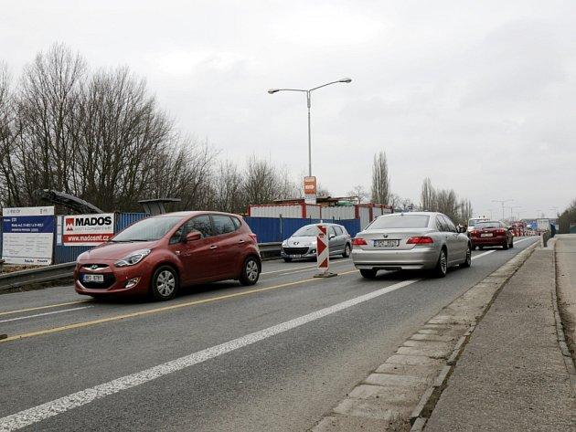 Opravy Orlického mostu na silničním Gočárově okruhu v Hradci Králové.