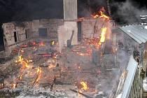 Požár chaty ve Zdobnici na Rychnovsku.