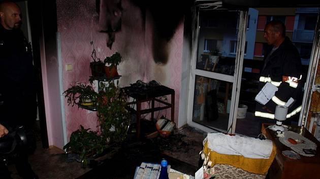 Požár v domě s pečovatelskou službou v ulici Julia Fučíka v Novém Bydžově.