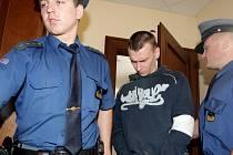 Obžalobě ze spáchání trestného činu pokusu vraždy čelí u hradeckého krajského soudu čtyřicetiletý Radek Černý.